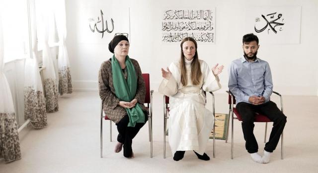 Kadın imam kendi camisinde göreve başladı