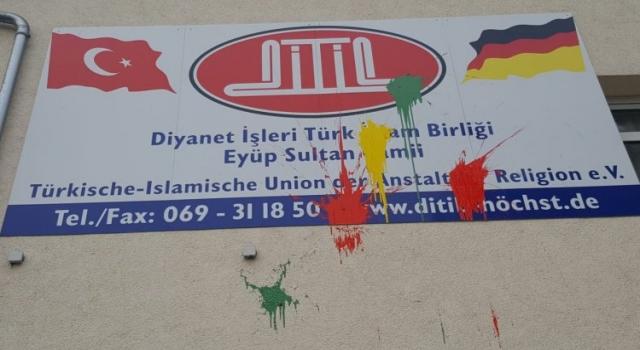 Almanya'da camilere yapılan saldırılar tedirgin ediyor