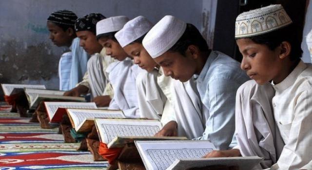 Cezayir hükümeti Kur'an okullarını yeniden açıyor