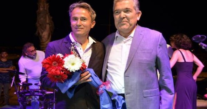 Rockçı İmam Ahmet Muhsin Tüzer konserlere Devam