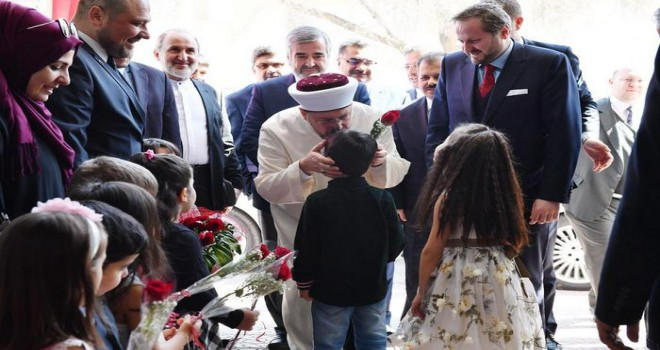 Diyanet İşleri Başkanı Erbaş, Riyad Uluslararası Türk Okulunu ziyaret etti