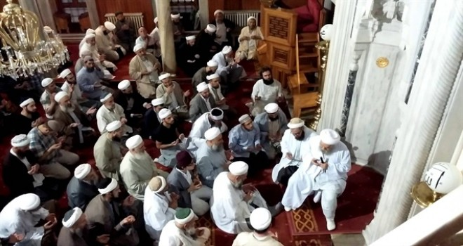 İsmail Ağa Cemaati Mehmetçik için 14 secde ve dua etti