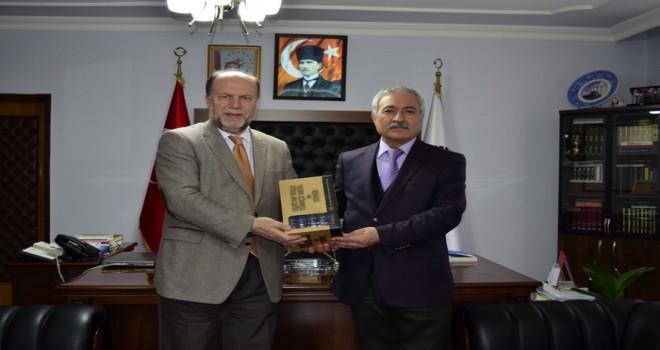 Emekliye Ayrılan Vali Yardımcısı Ali Cergibozan'dan İl Müftülüğüne Veda Ziyareti
