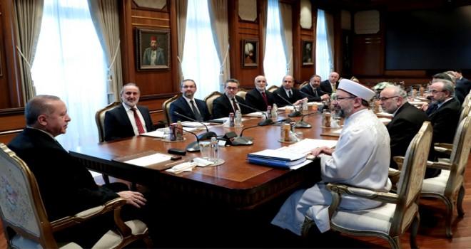 Cumhurbaşkanı Erdoğan, Diyanet İşleri Başkanı Erbaş ve beraberindeki heyeti kabul etti
