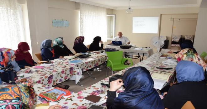 Kur'an kursu öğreticilerine mesleki eğitim
