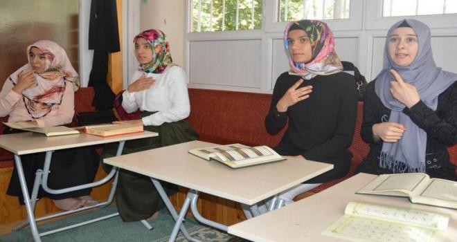 Kur'an-ı Kerim'i İşaret diliyle  öğreniyorlar