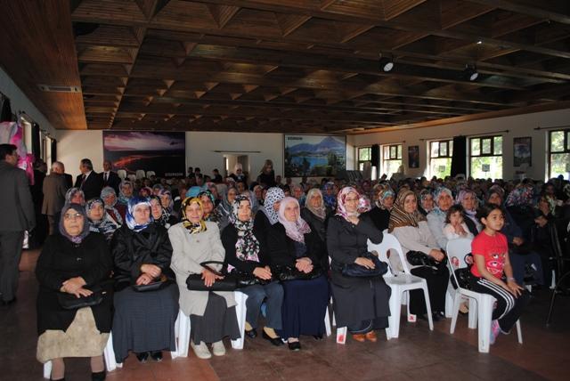 Aile ve İnsan Yetiştirme Süreci Konferansına Yoğun İlgi…