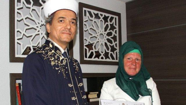 Alman Angelika Melek adını aldı Müslüman oldu