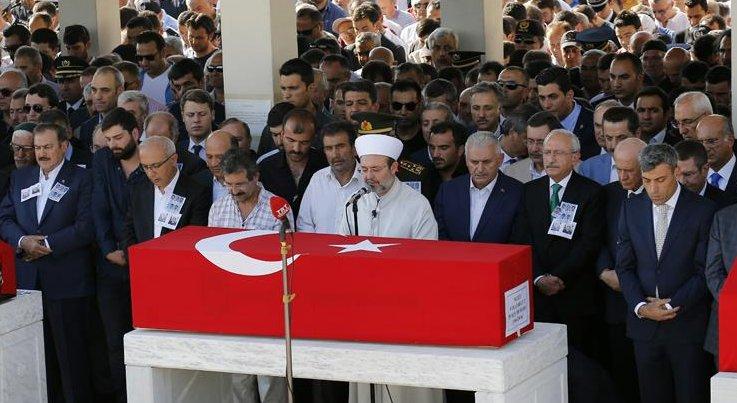 Başkan Görmez, kahraman şehitlerimizin cenaze namazını kıldırdı...