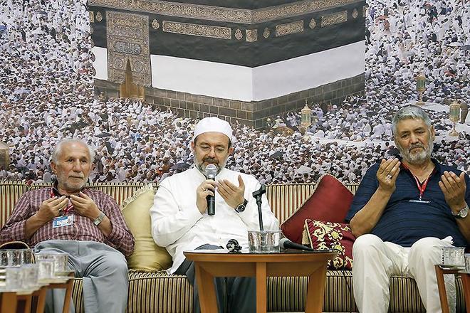 Başkan Görmez, Mekke'de 15 Temmuz şehitlerinin yakınlarıyla bir araya geldi
