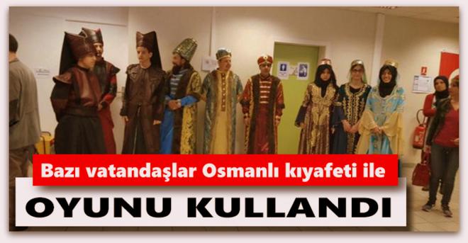 Bazı vatandaşlar Osmanlı kıyafeti ile oyunu kullandı