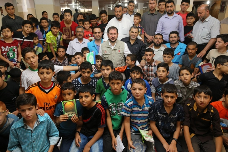 Diyanet Vakfı, Ramazan'da 14 ülkeye 18 bin 500 Kur'an hediye etti