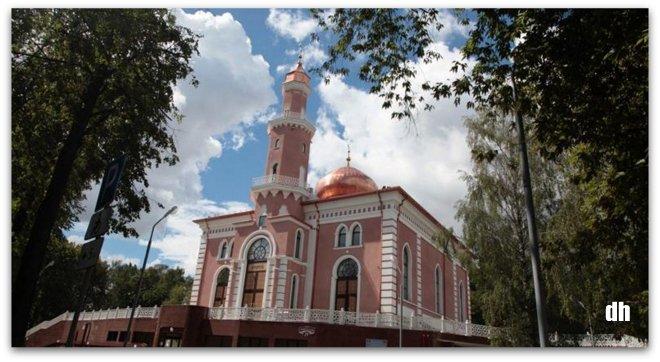 Diyanet'in yeniden inşa ettiği Minsk Camii ibadete açılıyor