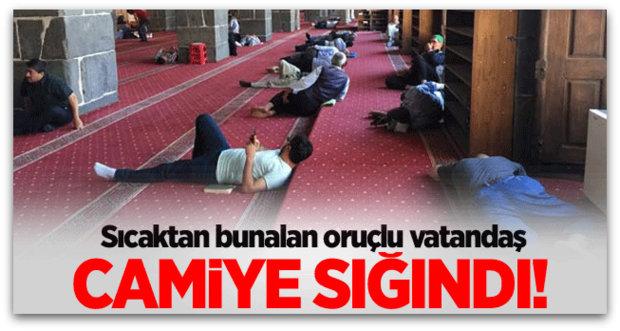 Diyarbakır\'da sıcaktan bunalanlar camiye sığındı