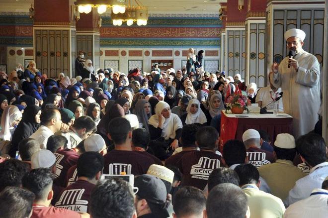 Görmez, Avrupa'da yaşayan Türk gençlerle Mekke'de buluştu