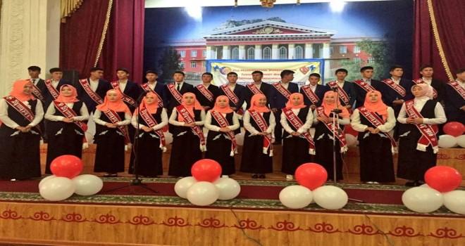 Oş Devlet Üniversitesi İmam Hatip Lisesi, ilk mezunları
