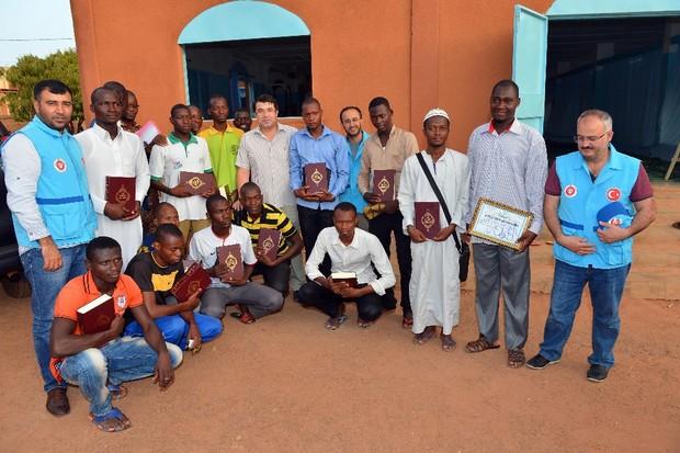 TDV, Afrika'ya hediye Kur'an-ı Kerimleri ulaştırdı