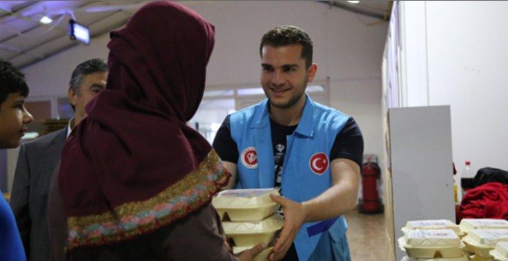 TDV Makedonya ekibi mülteci kampını ziyaret etti