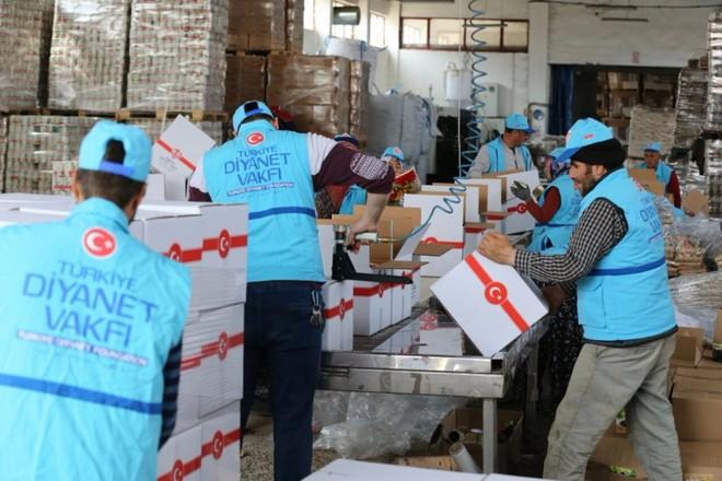 TDV'den Suriye'de evlerine dönen ailelere 50 TIR gıda yardımı