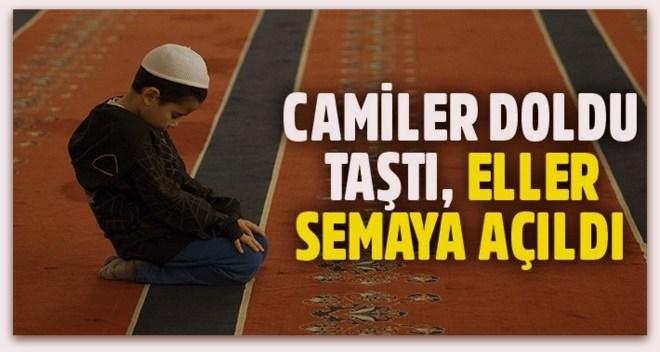 Tüm Türkiye\'de Regaip Kandili\'nde camiler doldu taştı