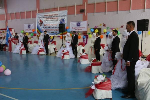 Türkiye Diyanet Vakfından Iraklı göçmenlere toplu düğün