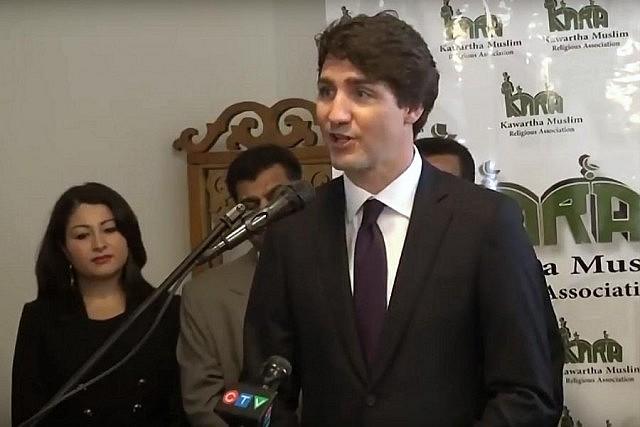 Kanada'da yakılan mescit yeniden ibadete açıldı