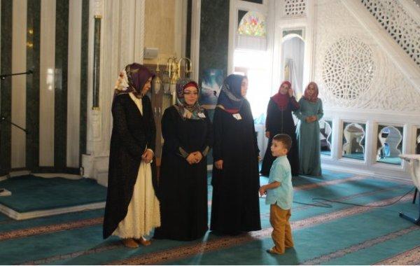 2015 Kadın Din Görevlileri arası Kur'an-ı Kerimi En Güzel Okuyan Elif Şimşek Oldu