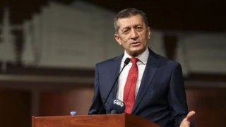 Milli Eğitim Bakanı Ziya Selçuk'tan öğrencilere müjde