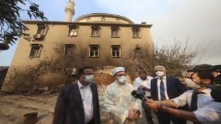 Erbaş, orman yangınında zarar gören camide incelemelerde bulundu