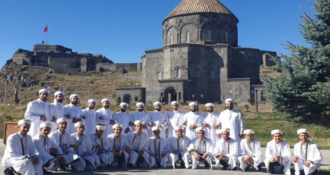 Kars'ta Hafızlık ve Arapça İcazet Merasimi bir arada yapıldı