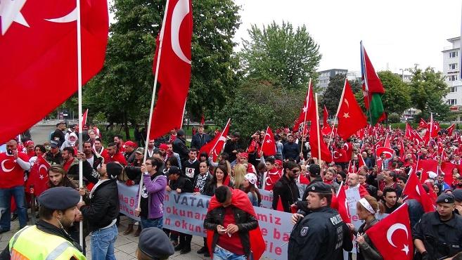 Türkiye'deki terör saldırıları Almanya'da protesto edildi