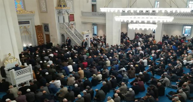 Diyanet İşleri Başkanı Erbaş, İzmir Bilal Saygılı Camii'nde hutbe irad etti