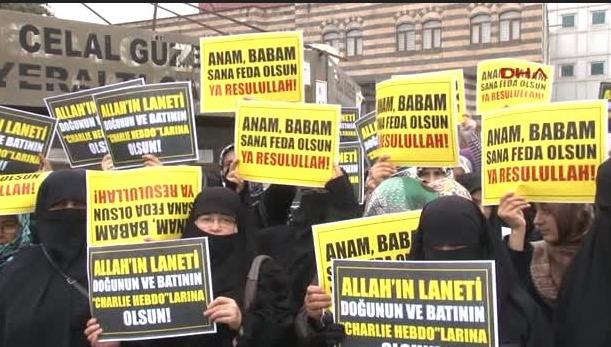 Diyarbakırlılar 'hakaret afişlerini' protesto etti