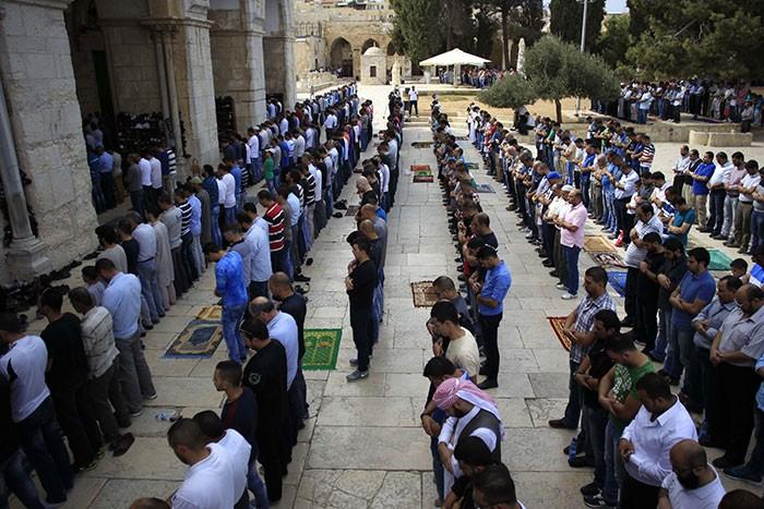 Mescid-i Aksa'da 25 bin kişilik cuma namazı