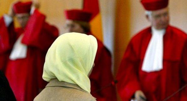 Almanya'da bir eyalet başörtüsü yasağını kaldırdı