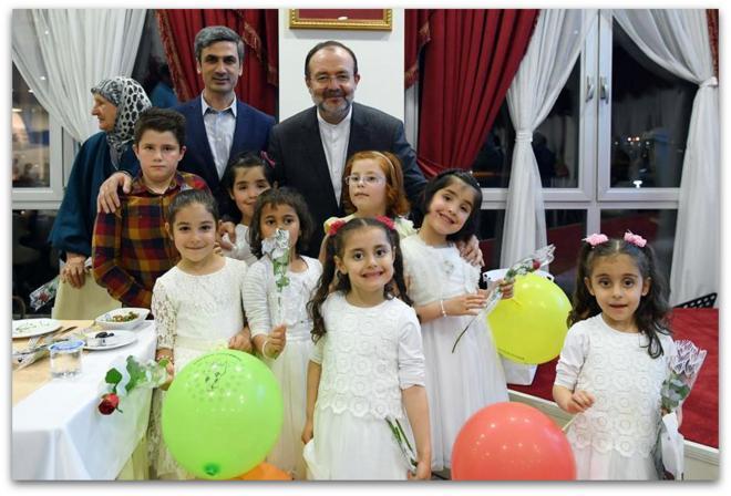 Başkan Görmez, iftarını yaşlılarla ve çocuklarla birlikte yaptı...