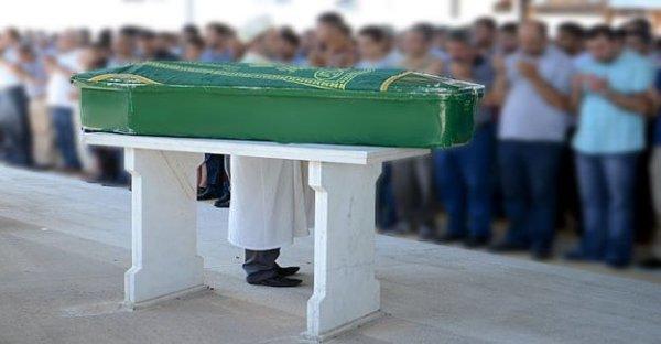 Boş tabuta karşı cenaze namazı kıldılar