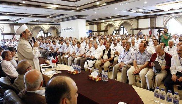 Görmez, Arafat öncesi Mekke'de kafile başkanlarıyla bir araya geldi.