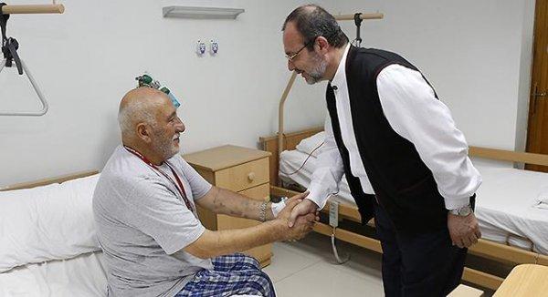Görmez, vinç kazasında yaralanan hacı adaylarını ziyaret etti