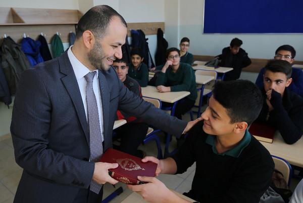 İHL Okul açılışında hediyeleri Kur'an oldu