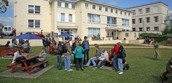 İngiltere'de 4 ilkokulda oruç yasağı