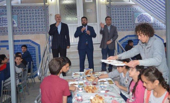 İşitme Engelli Öğrenciler Şehitler Caminde İftarda Buluştu