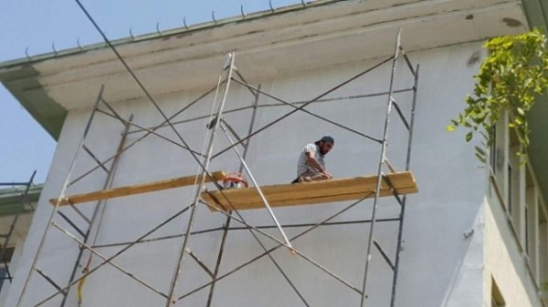 İskele üzerinde namaz kılan işçi rekoru