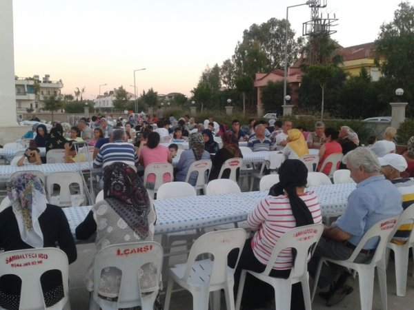 İYİLİK SOFRASI BELEK'TE MAHALLEYİ İFTARDA BULUŞTURDU