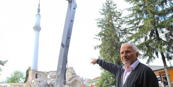 Kıblesi yanlış yapılan cami yıkılıyor