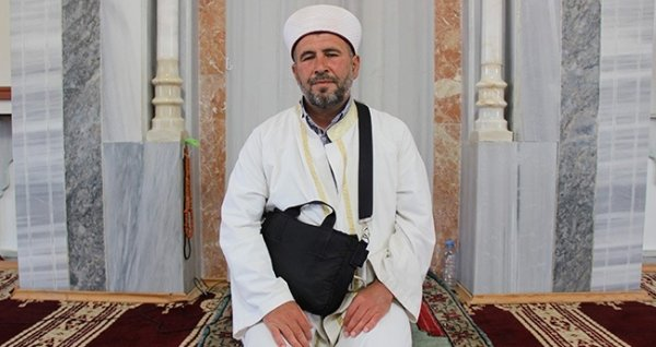 Konyalı imam kalbini çantasında taşıyor