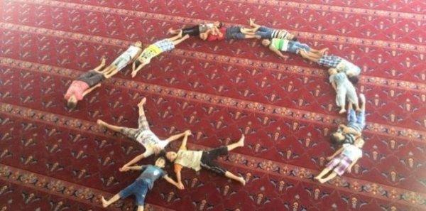 Kur'an Kursu Öğrencilerinden Şehit Binbaşıya Ay Yıldızlı Anma