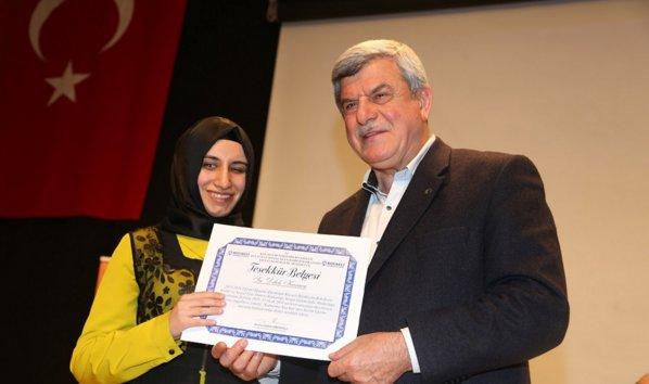 Kur\'an Kursunda mezun olan görme engellilere sertifika verildi