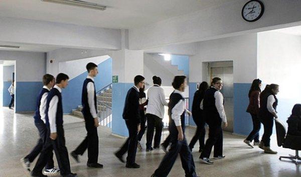 Liseliler Facebook mesajları nedeniyle okuldan atılabilir