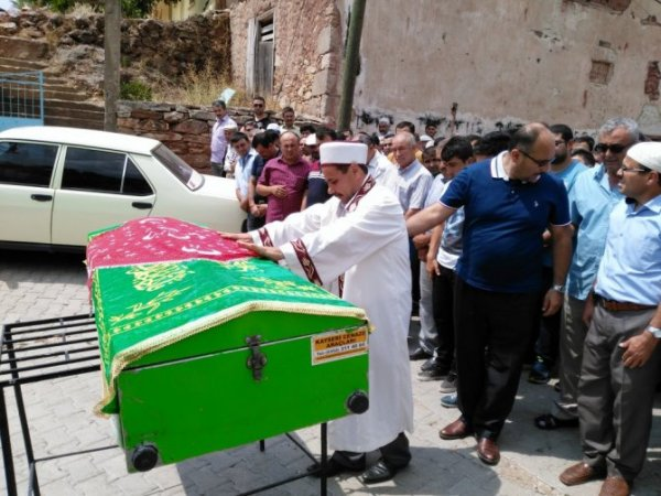 Oğlunun Cenaze Namazını Kıldıran İmam Zor Anlar Yaşadı